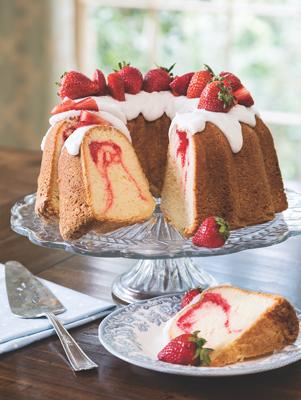 Strawberry Swirl Pound Cake Thumbnail