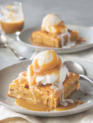Pecan Blondies with Vanilla Caramel Thumbnail