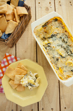 Creamy Artichoke and Spinach Dip Thumbnail