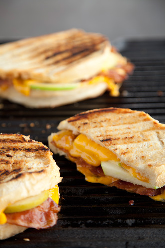 Grilled Apple, Bacon and Cheddar Sandwich with Roasted Red Onion Mayo Recipe